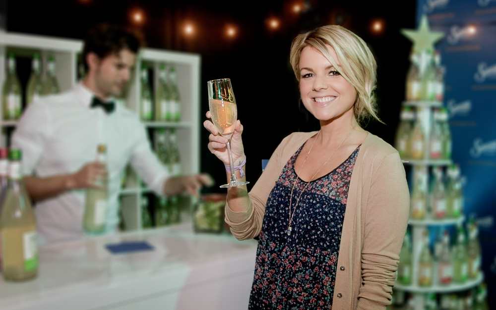 Event-Photography-Los-Angeles-American-Music-Awards-celebrities-Ali-Fedotowsky-holding-margarita-glass-photo-by-Los-Angeles-event-photographer
