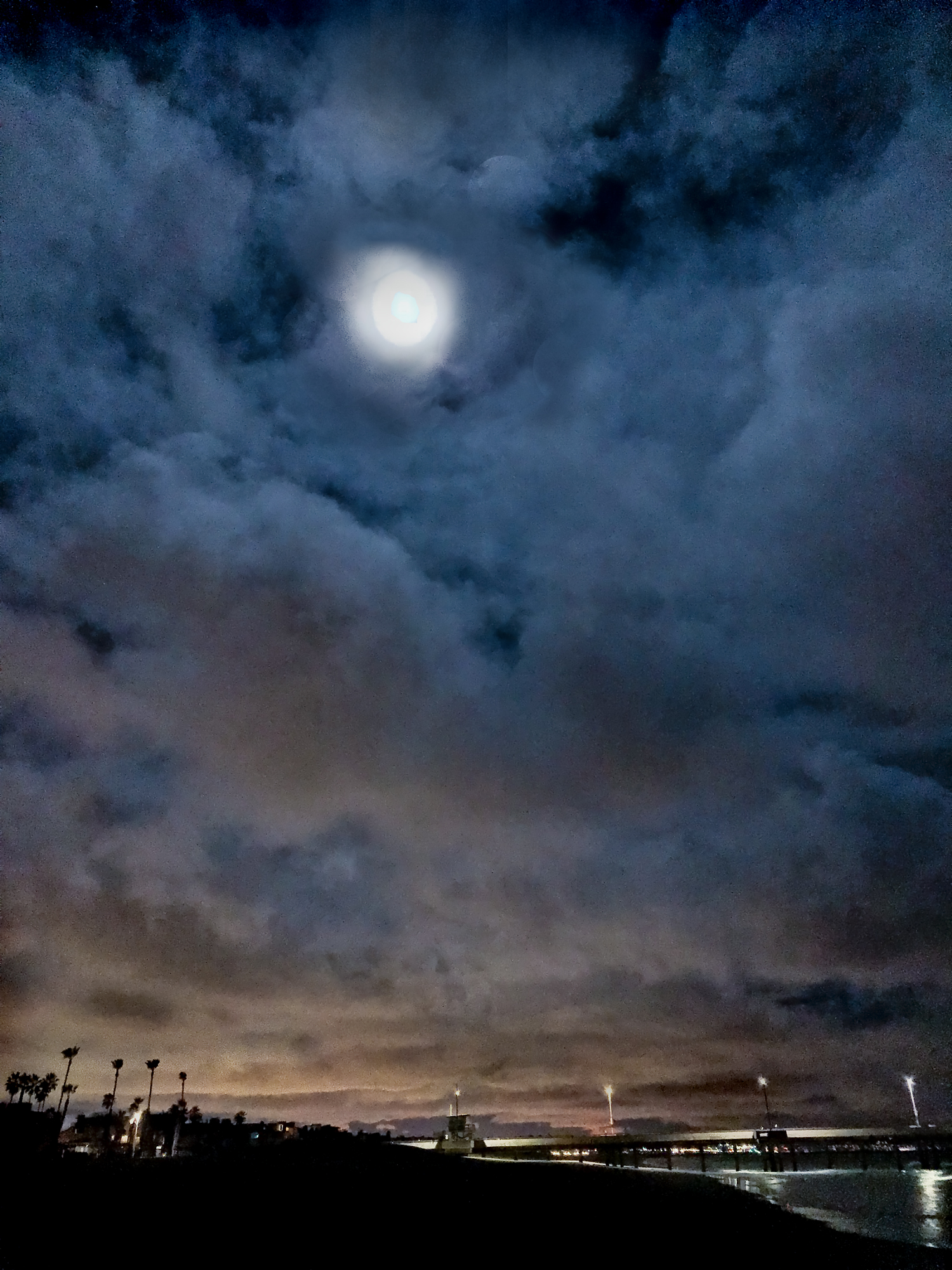 Venice-beach-storm-clouds-and-sky-shot-by-Los-Angeles-corporate-photographer-at-night